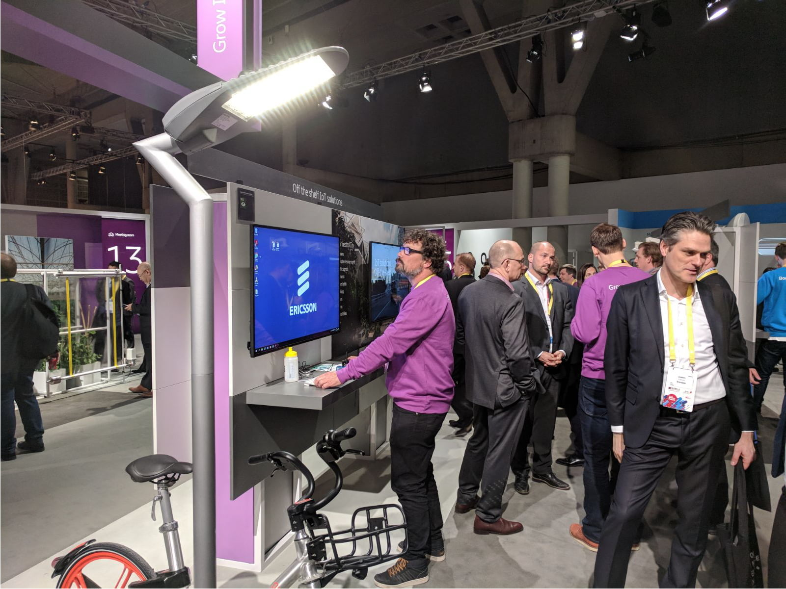 inteliLIGHT streetlight control solution during Mobile World Congress 2018_Ericsson